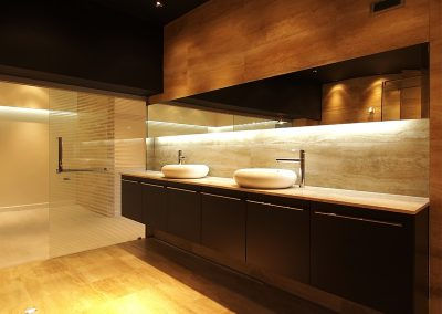 Badezimmer vom Tischler aus Tirol: Tischlerei Jenewein
