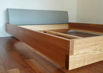 Bettgestell aus Holz vom Tischler